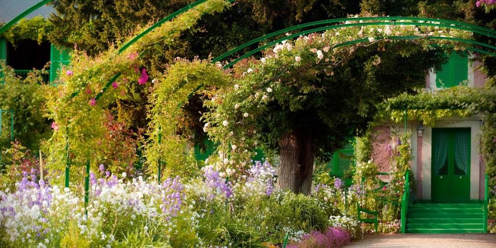 Maison-de-Claude-Monet-et-alleCC81e-des-iris-1